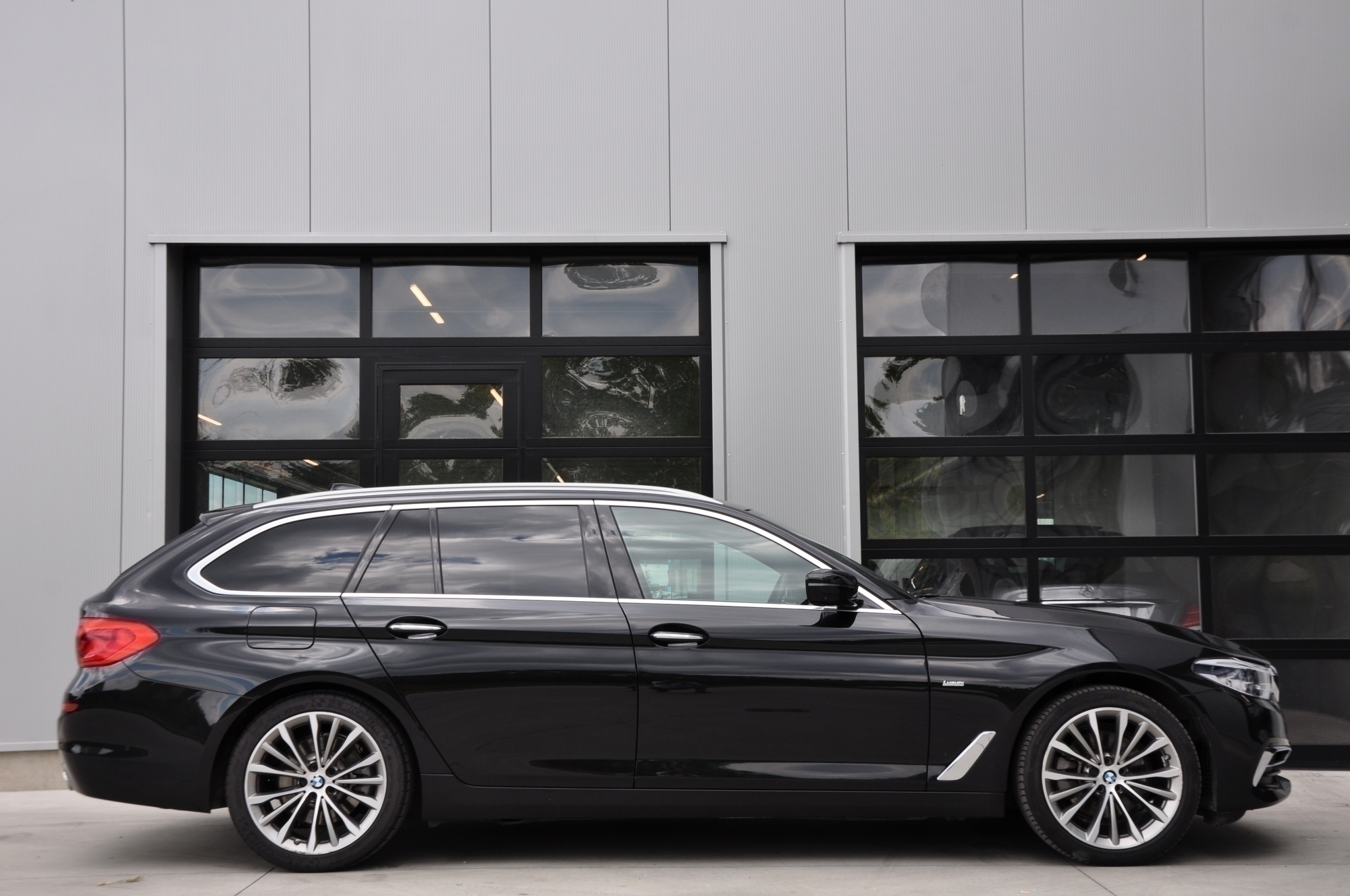 GDC Auto BMW 520 LUXURY - X-DRIVE- PANORAMISCH OPEN DAK - HEAD-UP