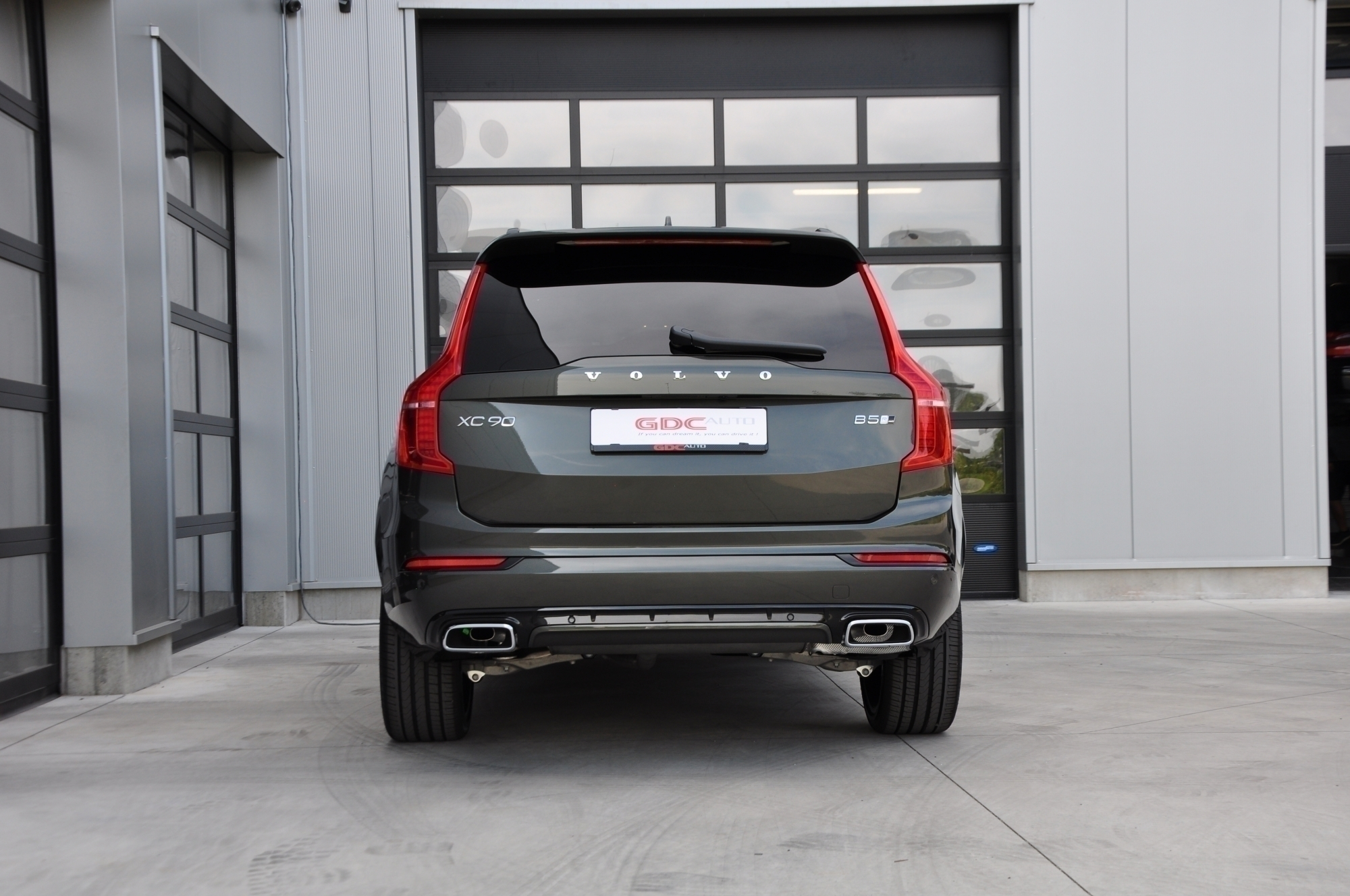 GDC Auto Volvo XC90 2.0 B5 4WD R-Design 7pl NEW MODEL.